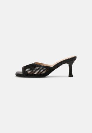 SLFASHLEY MULE  - Pantofle na podpatku - black