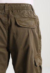 Urban Classics - Pantalon cargo - olive - 5