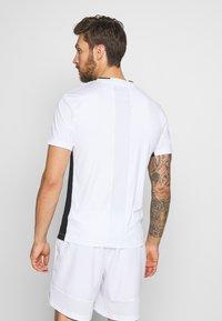 ASICS - CLUB TEE - Basic T-shirt - brilliant white - 2