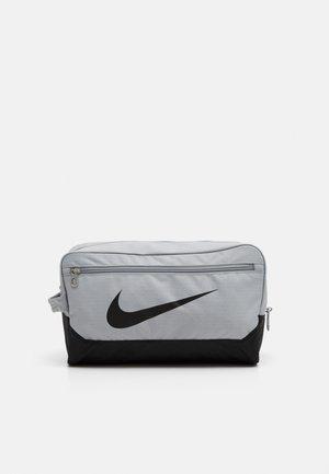 SHOE 11L UNISEX - Wash bag - light smoke grey