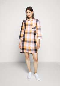 Barbour - SEAGLOW DRESS - Sukienka koszulowa - blue/sunstone orange - 0