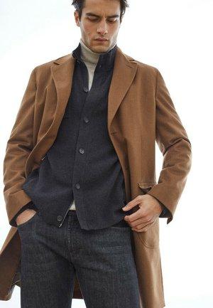 MIT ABNEHMBAREM INLET - Classic coat - beige