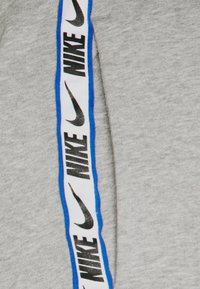 Nike Sportswear - REPEAT - Pantalon de survêtement - dark grey heather - 2