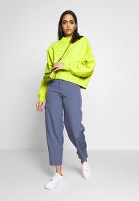 Nike Sportswear - CREW TREND - Sweatshirt - bright cactus - 1