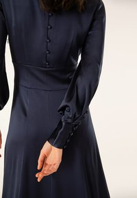 IVY & OAK - DRESS LONG SLEEVE - Galajurk - dark blue - 3