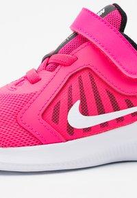Nike Performance - DOWNSHIFTER 10 UNISEX - Neutrala löparskor - hyper pink/white/black - 5