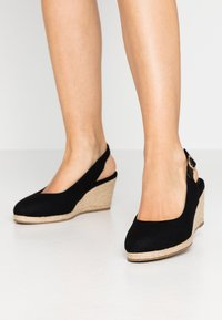 Evans - WIDE FIT SLING BACK WEDGE - Sandalias de cuña - black - 0