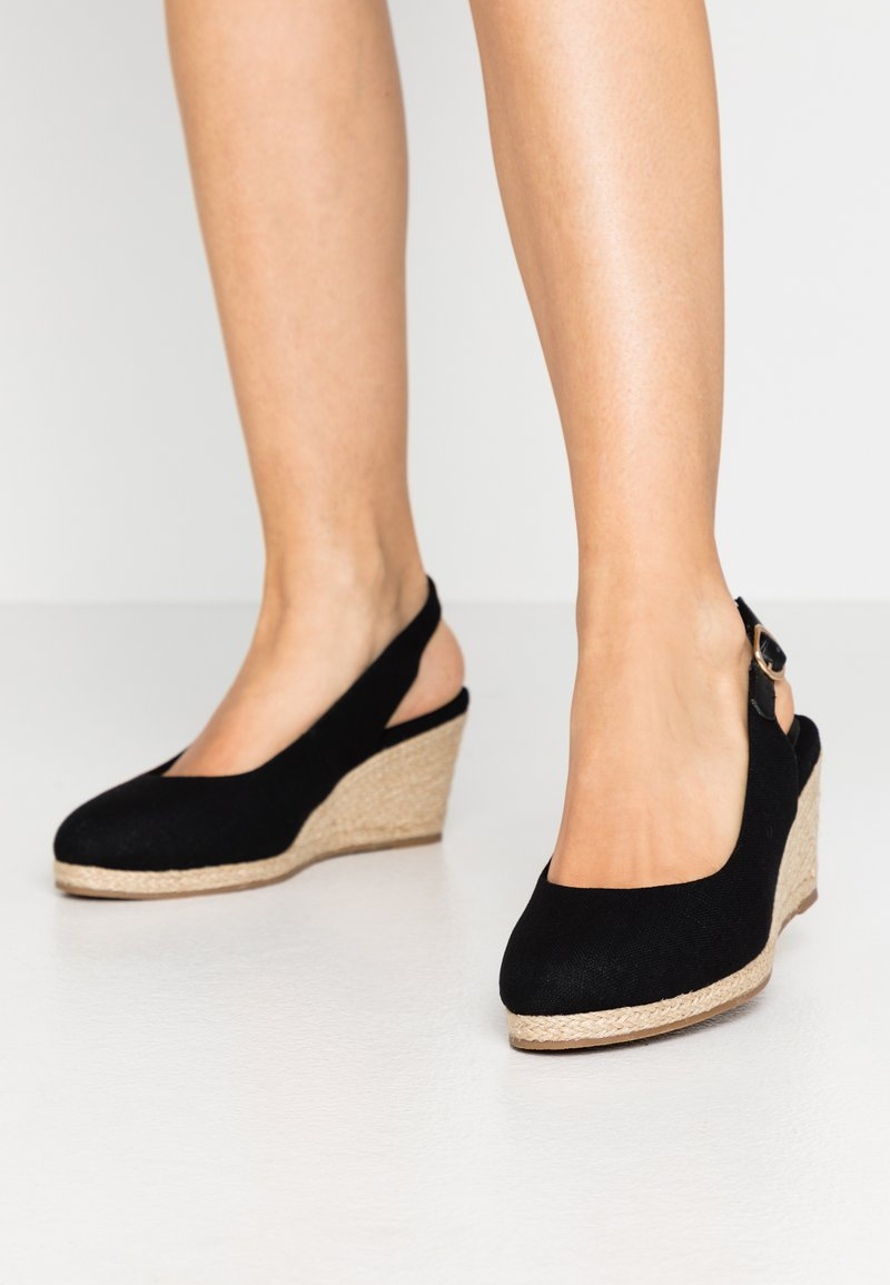 Evans - WIDE FIT SLING BACK WEDGE - Sandalias de cuña - black
