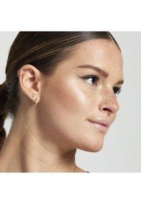 Nyx Professional Makeup - MATTE BODY BRONZER - Bronzer - 3 medium - 1