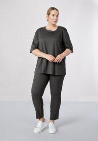 Atelier Strehlhof - Leggings - Trousers - grey - 0